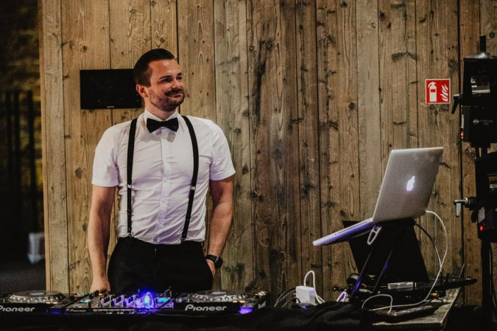 DJ für Hochzeitsfeier mieten